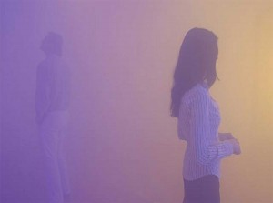 Gallery-visitors-adrift-in-a-Janssens-coloured-mist-installation.-