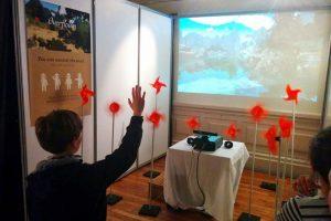 Overflown, réalité mixte permettant au spectateur d'influer sur la force et direction du vent. Prix du graphisme au concours Virtual Fantasy Laval 2014 et Special Recognition Award, IVRC, Tokyo. (Simon Bertrand, Corentin Fatus, Vincent Lorant)