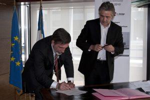 Signature de l'accord de partenariat Telecom Bretagne avec les directeurs respectifs, Christian Guellerin et André Chomette 12 mai 2010