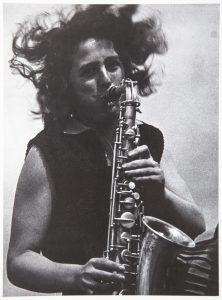 Lotte Gerson, une des rares femmes dans l'orchestre du Bauhaus. Bauhaus, Könemann, p. 147