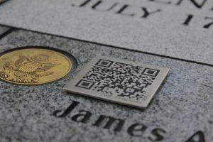 QR code sur pierre tombale