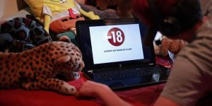 selon-une-recente-enquete-21-des-14-24-ans-regardent-du-porno-au-moins-une-fois-par-semaine
