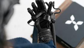 Gant retour d'effort HaptX par AxonVR pour la réalité virtuelle