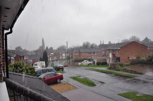 des briques et de la pluie